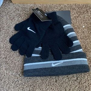 Boys Nike 2 piece youth hat and glove set nwt